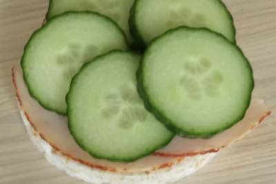 rijstwafel-kipfilet-komkommer